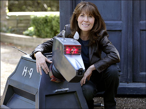 Elisabeth Sladen as Sarah Jane Smith with K9