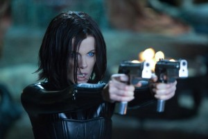 Kate Beckinsale as Selene shooting guns in Underworld Awakening